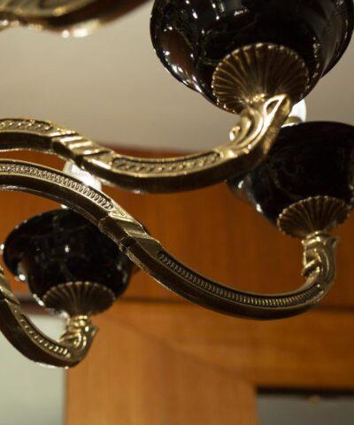 отлитые из бронзы кронштейны